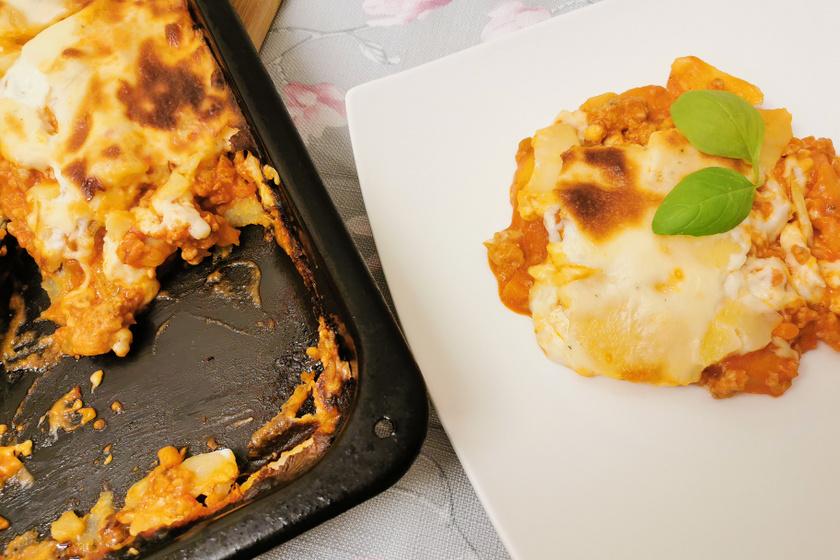 Rakott krumpli olaszosan: selymes besamelmártás és sűrű bolognai szósz gazdagítja
