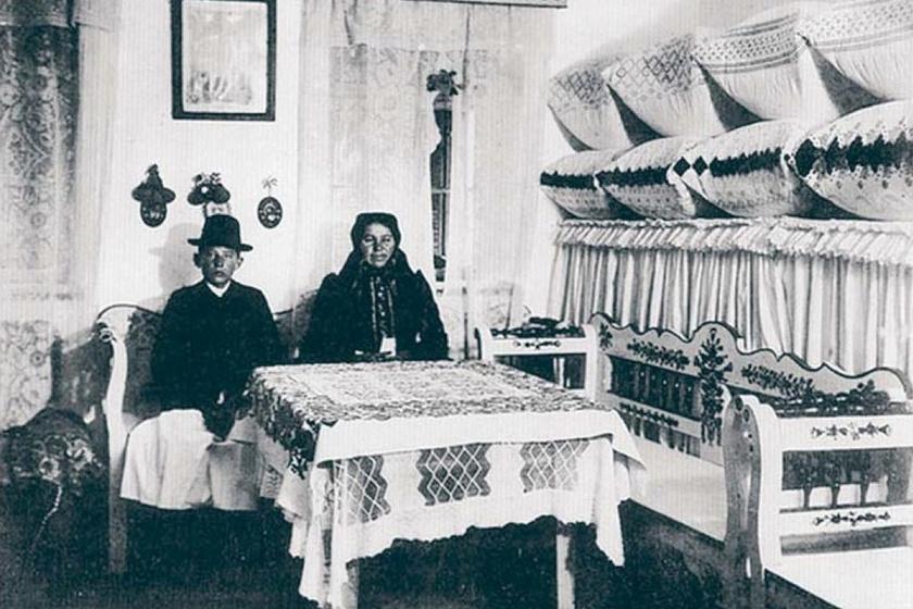 Apátfalvi tisztaszoba, 1908.