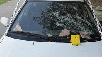 Téglákkal törte be volt párja ablakait egy pécsi férfi