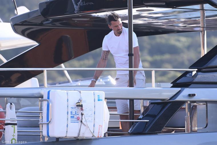 Ezen a jachton tölt most Ibrahimović egy kis időt, és eközben, ha ön szívesen lapozgat tovább, esetleg nézze meg ebben a korábbi cikkünkben, hogy a szintén futballista Samuel E'Eto szintén milyen jófej volt a rajongókkal a Riviérán!