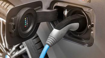 A BMW azt kéri, visszahívásig inkább ne töltsék plug-injeiket az ügyfeleik
