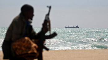 Öt év után szabadult öt túsz a szomáliai kalózoktól
