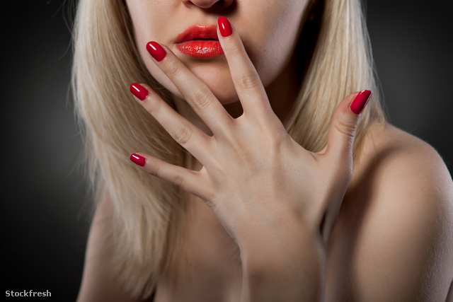 stockfresh 718723 woman-with-red-nails sizeM