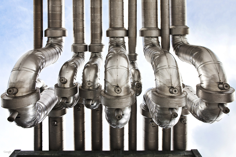 Az U-kanyarnak nevezett trükköt a hűtővizet szállító csöveknél a hőerőművekből vették át. Azért alkalmazzák, hogy a víz hőmérsékletétől függően kis mértékben kitáguló és összehúzódó fémnek legyen helye deformálódni, és ne repedjen meg a feszültségtől.