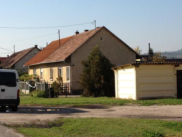 A környékbeliek elmondása szerint anyagi gondjaik sem voltak, a nagymama is dolgozott