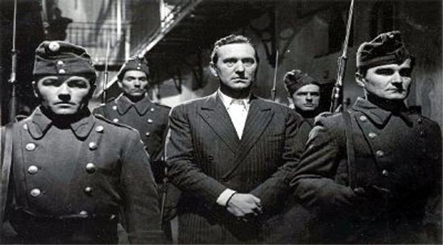 Bessenyei Ferenc (középen) a Különös ismertetőjel című filmben 1955