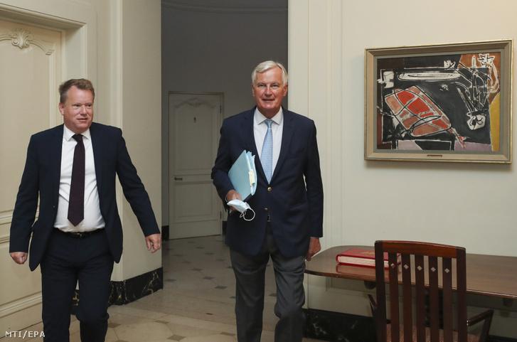 David Frost a brit kormány főtárgyalója és Michel Barnier az Európai Unió tárgyalóküldöttségének vezetője mielőtt megbeszélést folytatnak Brüsszelben 2020. augusztus 21-én.