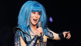 Cher be akart állni segíteni a postán, nem engedték