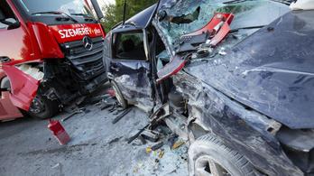 Kamionnal ütközött, életveszélyesen megsérült egy autós Nagykanizsánál