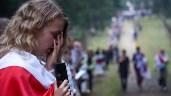 13 kilométeres élőlánccal tüntettek Minszkben