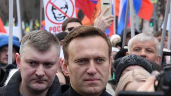 Mesterséges kómában vitték Németországba Alekszej Navalnijt
