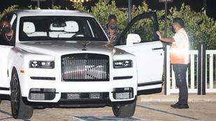 Jamie Foxx bemutatja, hogyan kell egy Rolls-Royce SUV-hoz felöltözni