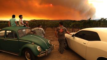 Kalifornia kormányzója segítséget kért a pusztító bozóttüzek miatt