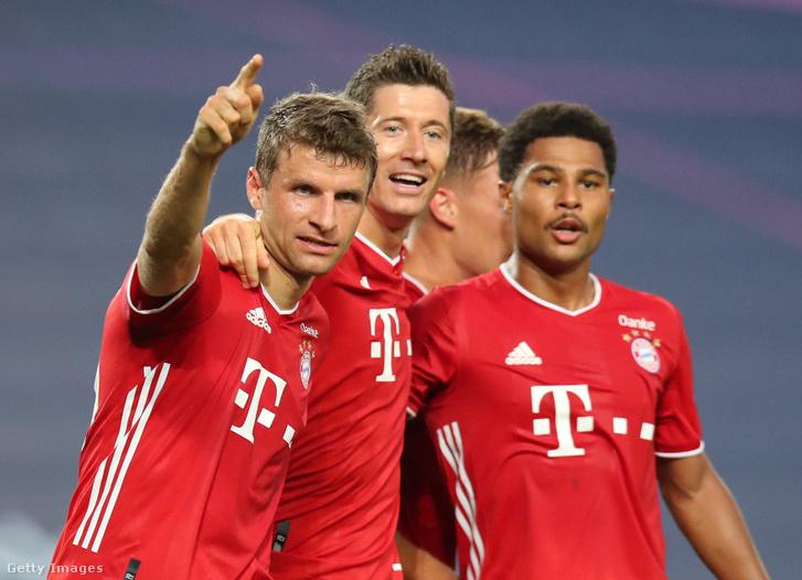 Thomas Müller, Robert Lewandowski és Serge Gnabry az Olympique Lyon elleni BL-elődöntőn 2020. augusztus 19-én, Lisszabonban.