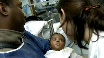 A fekete újszülöttek háromszor gyakrabban halnak meg, ha fehér orvos vizsgálja őket