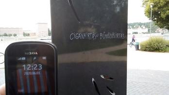 Bekameráznák a Roma Holokauszt Emlékmű környékét