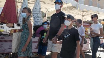 Franciaország: a fiatalok között négyszer olyan gyorsan terjed a koronavírus, mind az idősek körében