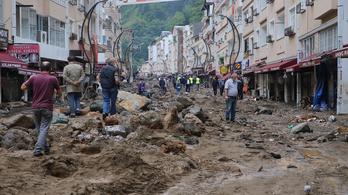 118 települést mosott el a villámárvíz Törökországban