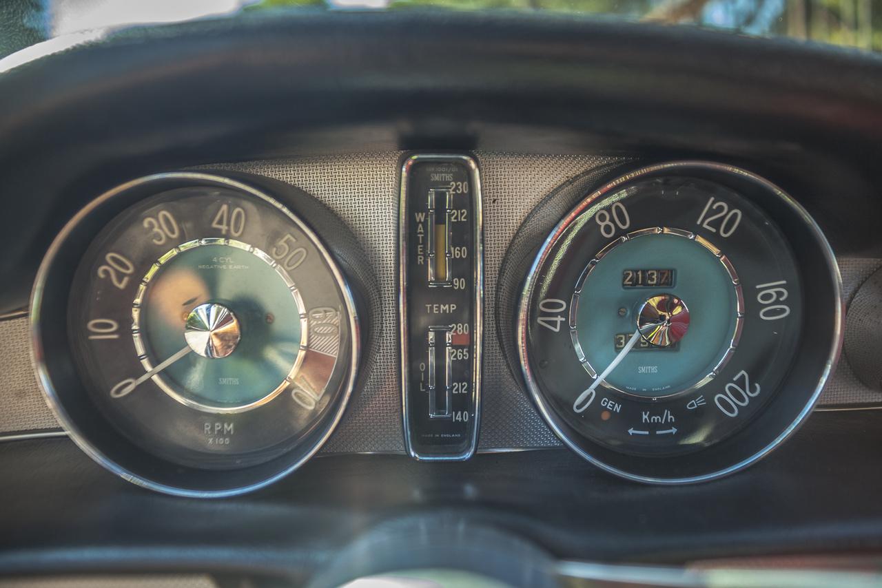 A legtöbb megtett civil kilométer rekordjának büszke tulajdonosa egy 1966-os Volvo P1800S. A két éve elhunyt tulajdonosa Irv Gordon újonnan vásárolt kupéját már egy hét után vissza is vitte az 1500 mérföldes kötelező szervizre, és haláláig több mint ötmillió kilométert tett meg vele. Gordon a TMK nagykövete lett, a Volvóján két motorfelújítást végzett el, bár később belátta, hogy egy felújítás is elég lett volna.