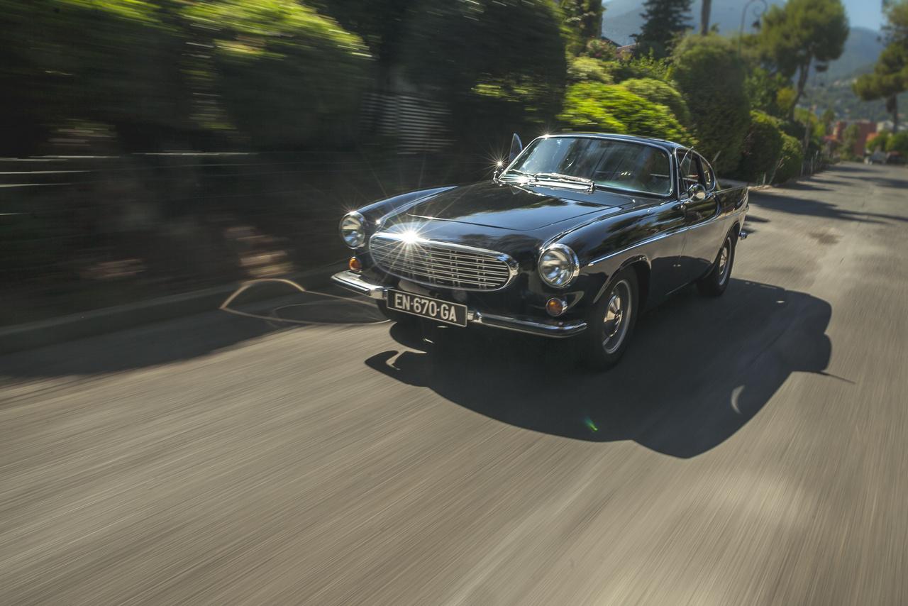 Bár eredetileg annak hívták, a P1800 semelyik inkarnációja sem sportkocsi, és a mai napig ez az egyetlen visszatérő kritika, ami a típust éri. Valóban félreérti az, aki ezt várja tőle, és nagyot fog csalódni. Mára egy gyönyörű, megbízható, nagymúltú gran turismo, ami tökéletesen illik a francia Riviéra.