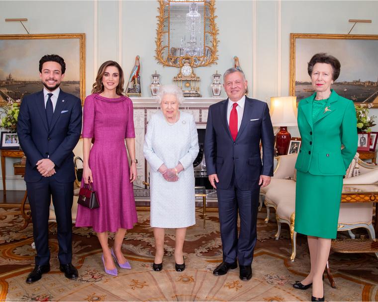 A királyné az európai kollégáival is jó viszont ápol, itt például II