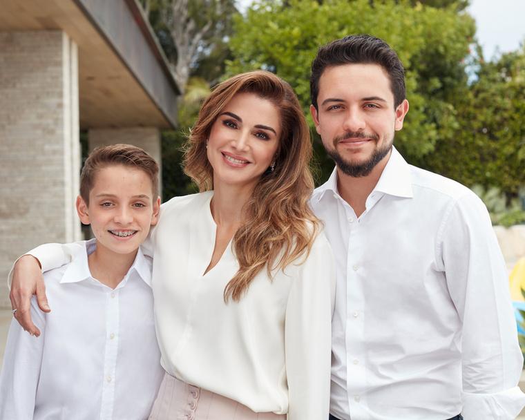 Husszein herceg 1994-ben, Imán hercegnő 1996-ban született, Szalma hercegnő 20 éves lesz idén szeptemberben, a legfiatalabbik testvér, Hásim herceg pedig 15 éves.