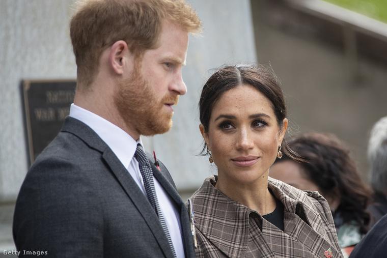 Ugyanekkor szánta rá magát Harry herceg arra is, hogy saját honlapot készít magának és feleségének: ekkor jött létre a SussexRoyal.com.Tette mindezt nagyanyja tudta és jóváhagyása nélkül