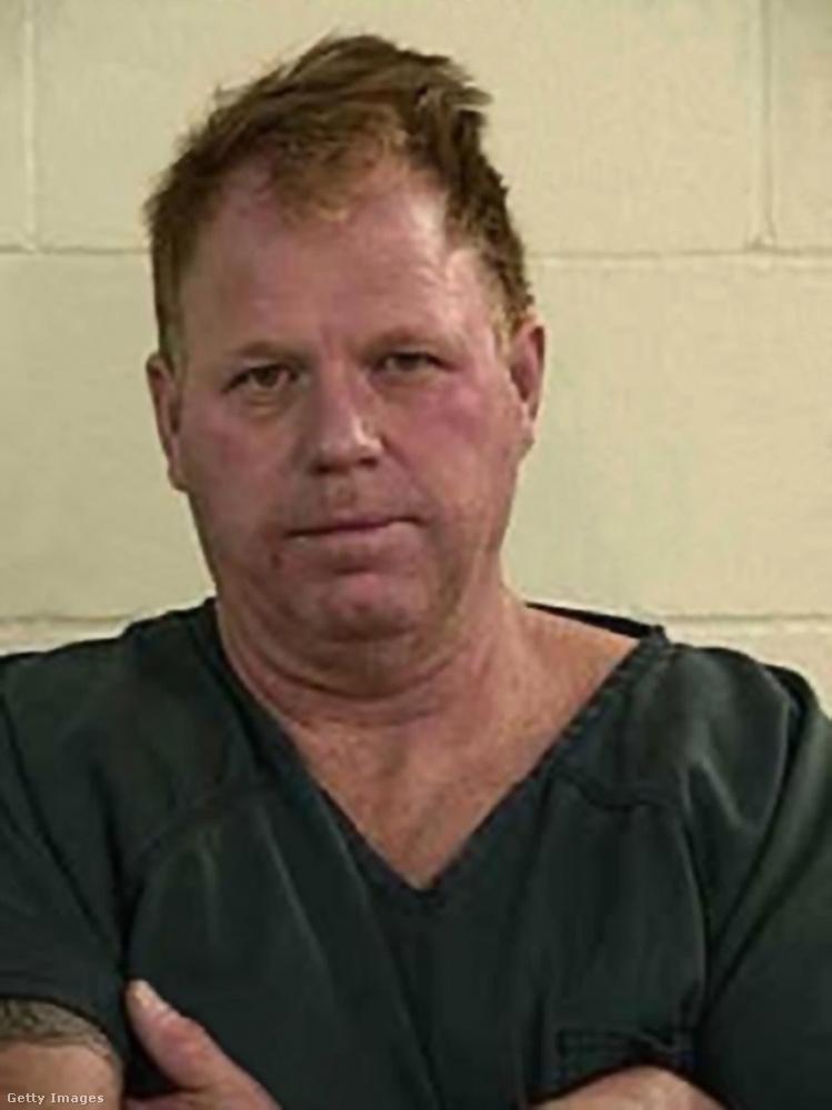 És ha ez még nem lenne elég: Meghan másik féltestvére, Thomas Markle a börtönt is megjárta, mivel barátnőjét fegyverrel fenyegette