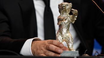 A 2021-es berlini filmfesztiválon nem kapnak külön kategóriát a színészek és a színésznők
