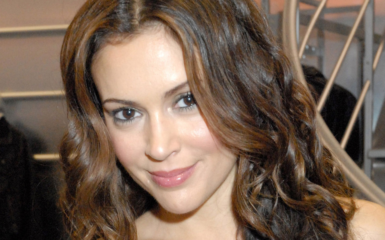 alyssa-milano-cover