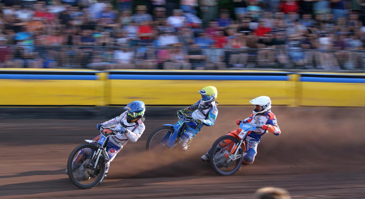 Kék sisak: Norbert Kosciuch, sárga: Petr Chlupac, fehér: Kacper Gomolski