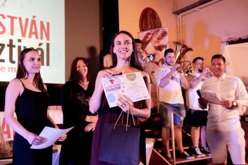 Törőcsik Franciska a Rozgonyiné című játékfilmben nyújtott alakításáért kapott díjat.