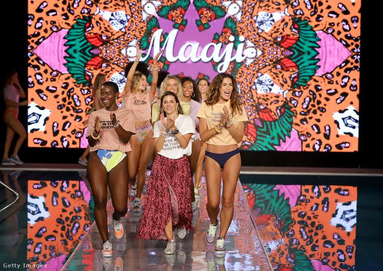 Ebben a lapozgatóban a Maaji Swimwear nevű márka divatbemutatójának a képeit nézheti meg, azaz sok-sok bikinis modellt láthat, ha továbblapoz