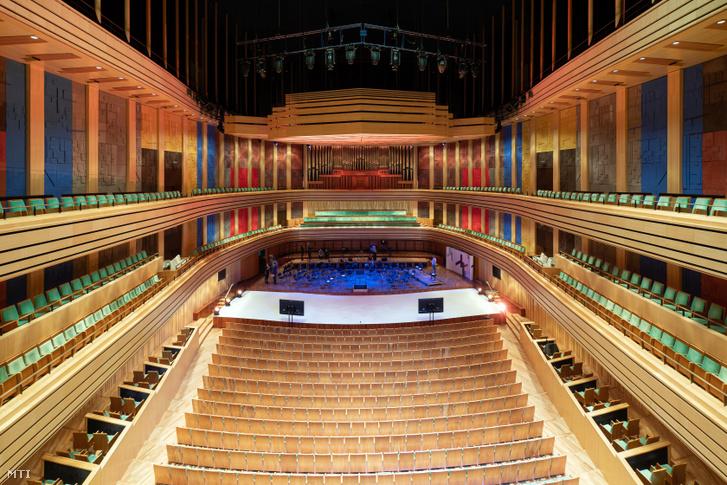 A Bartók Béla Nemzeti Hangversenyterem az idén 15 éves Müpa épületében