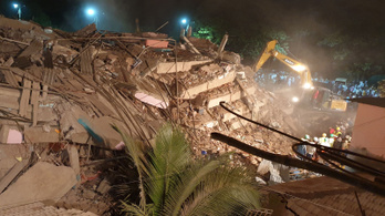 Összeomlott egy épület Indiában, több mint százan rekedtek a romok alatt