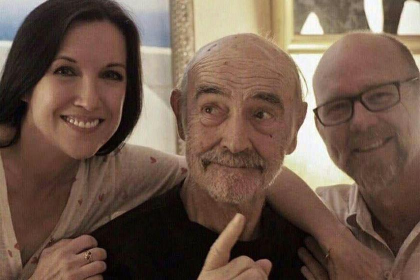 Sean Connery fiával, Jasonnel és menyével, Fionával látható itt. Ez a legfrissebb kép róla.