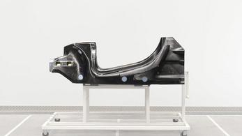 Könnyebb karbon utascellát fejlesztett a McLaren