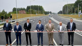 Átadták a 471-es főút Debrecen és Hajdúsámson közötti, négysávos szakaszát
