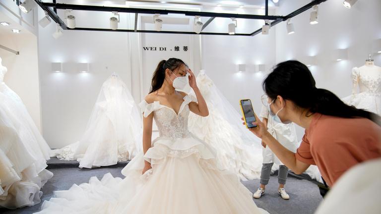 A kínai város, amely igazi esküvőiruha-nagyhatalom lett