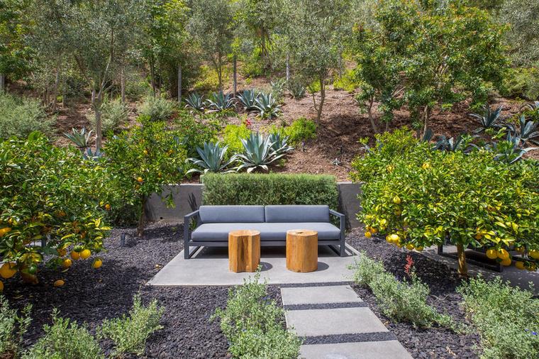 A zöldövezetet is zöldebbé tették egy kicsit, így a következő tulaj akár ide elvonulva is szívhat egy kos friss (citromos) levegőt.