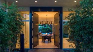 Eladó Cindy Crawfordék hotelre hasonlító luxusvillája