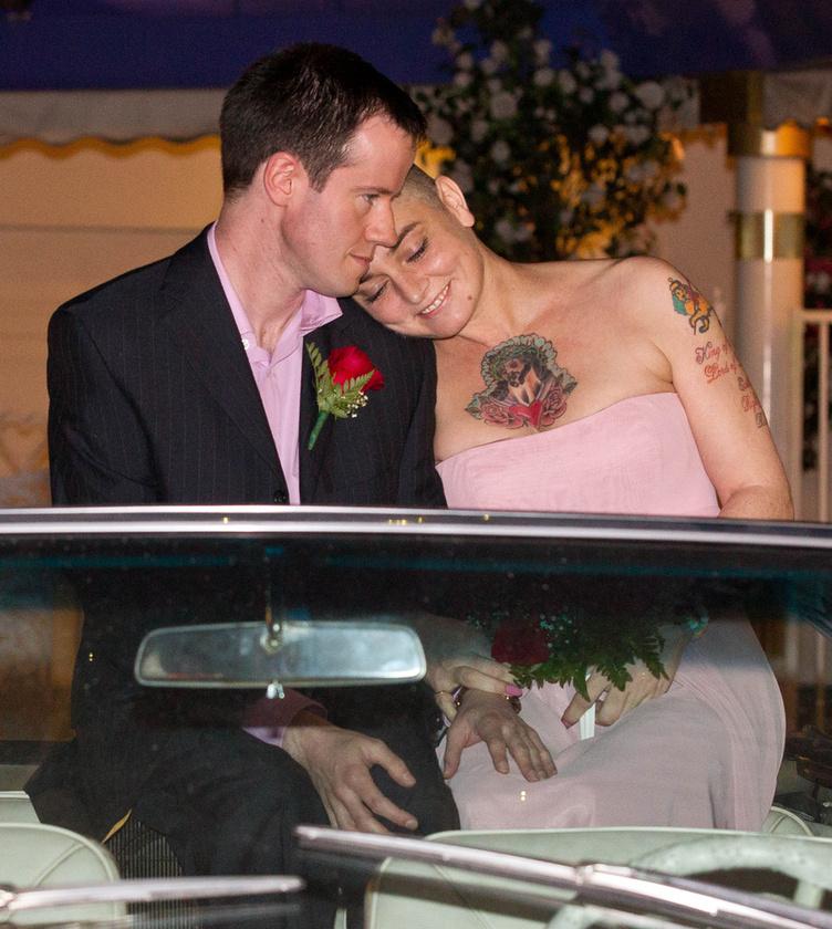 Sinead O'Connor és Barry Herridge büszkélkedhet a listánkon a legrövidebb házassággal: 18 napig bírták elviselni a gyűrűt az ujjaikon, amiket még 2011-ben húztak fel a másikra