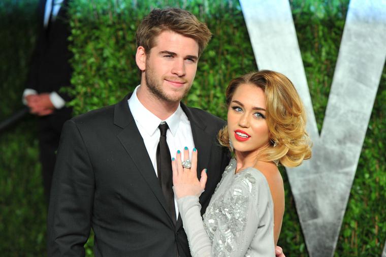 A tavalyi év legsokkolóbb válása talán Miley Cyrushoz és Liam Hemsworth-höz fűződik, akiknek 10 évig tartó se veled, se nélküled kapcsolatukban a legnagyobb fordulópont a házasságuk volt, még 2018-ban, amit tavaly ősszel egy zűrős válás követett, amiből Cyrus egy rövid életű leszbikus kalanddal próbált meg kievickélni