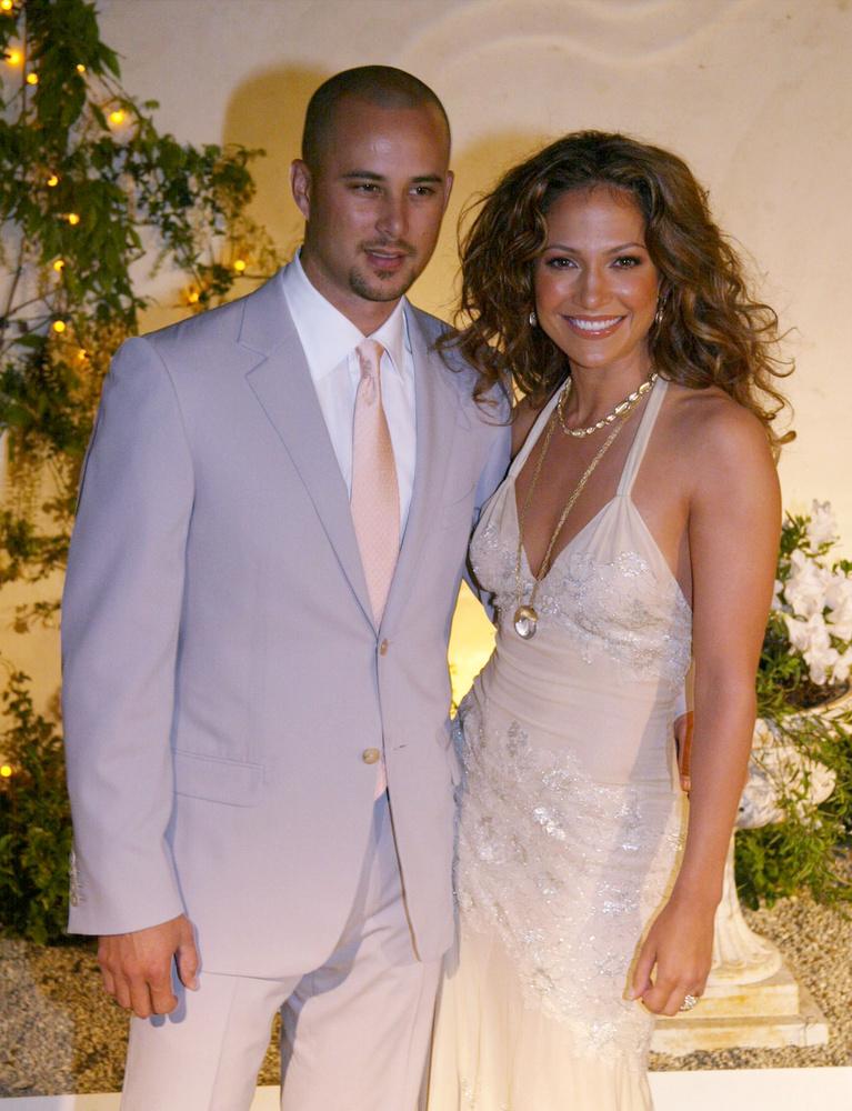 Bár ezekben a pillanatokban Jennifer Lopez már alig várja, hogy kimondhassa a boldogító igent (vőlegényével, Alex Rodriguezzel a koronavírus miatt halasztották el az esküvőjüket), az énekesnő több kudarcos kapcsolatot is maga mögött tudhat már