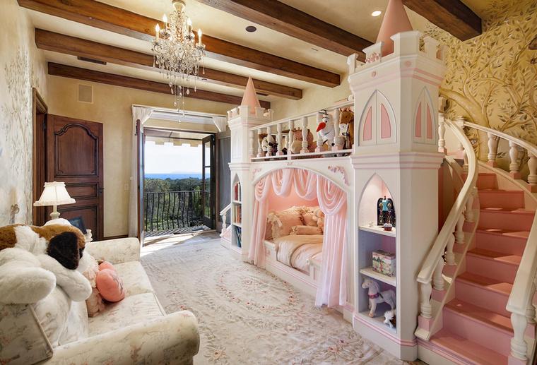 Ha pedig időközben úgy alakulna, hogy egy kis hercegnő is születik a családba, ebben a szobában remek helye lenne!
