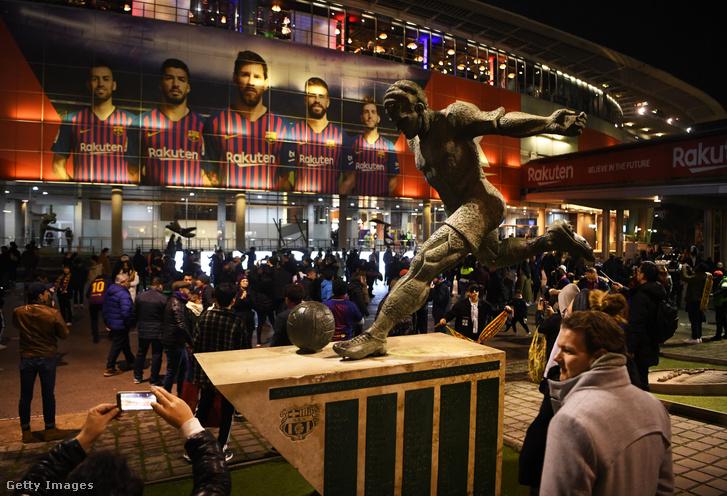 Kubala László szobra a Barcelona stadionnál