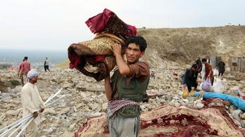 Száz fölé emelkedett az észak-afganisztáni áradások halálos áldozatainak a száma