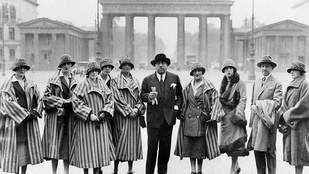 Aki kitalálta és elhozta Budapestre a divatbemutató műfaját