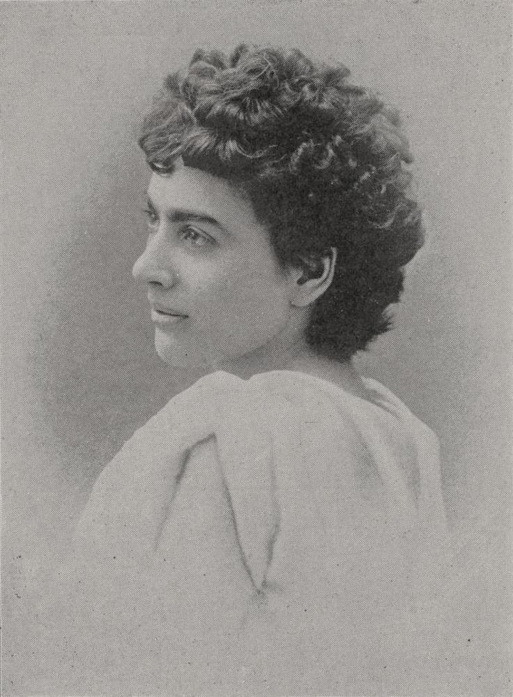 Elizabeth (Lizzie) Magie 1904-ben, mindössze 38 évesen szabadalmaztatta társasjátékát, a Landlord's Game-et, amivel Henry George közgazdász gondolatait kívánta illusztrálni. A táblajáték a rengeteg kiadást megélt, töretlen népszerűségnek örvendő Monopoly alapja.