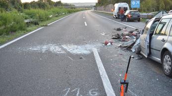 Autópályán tolató autós miatt lett hármas karambol az M7-esen